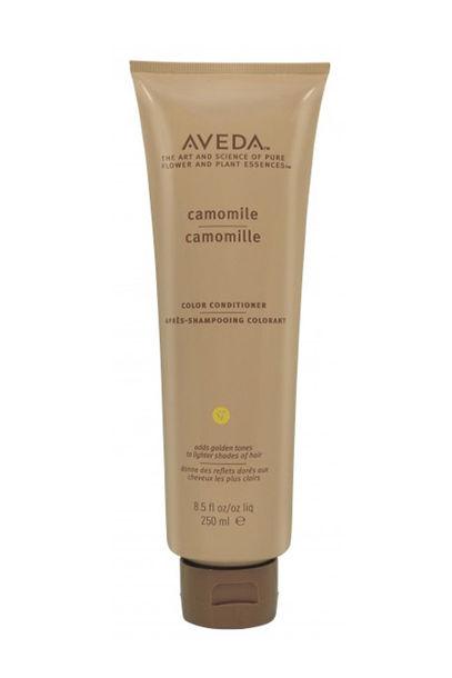 """Conditioner mit Kamille und Calendula: """"Camomile Color Conditioner"""" von Aveda hellt blonde Highlights auf, 250 ml um 25 Euro"""