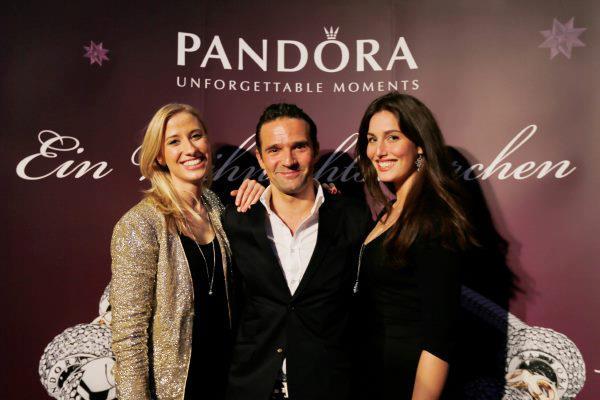 Pandora @ Lux11 - Veranstalter Michael Kaufmann mit Begleitung