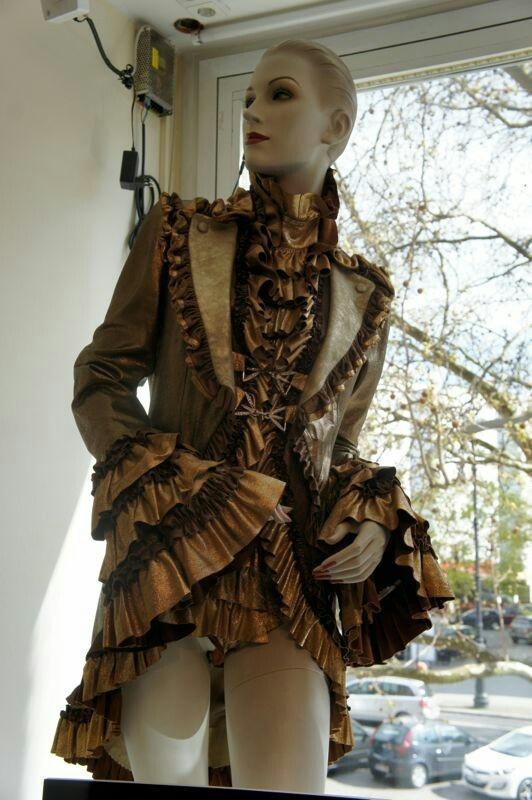 "Die ""Outfits des Tages""  - Rodan Lederdesign  / Foto: Krisz Bärlein"
