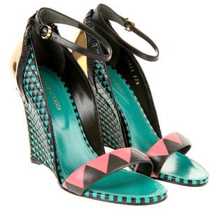 Sandals auf  http://en.colette.fr / http://en.colette.fr/sergio-rossi-sandals-rosscha49330-mul-en.html - 950 €