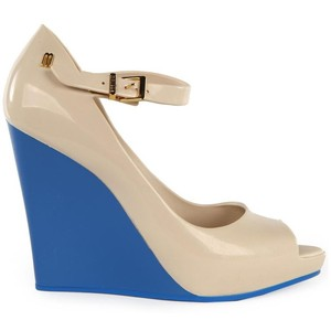 Women's Prism Peep Toe Cream & Blue Wedges auf http://www.vanmildert.com / http://www.vanmildert.com/products/womens-prism-peep-toe-cream-and-blue-wedges?source=webgains&siteid=61259 - 105 €